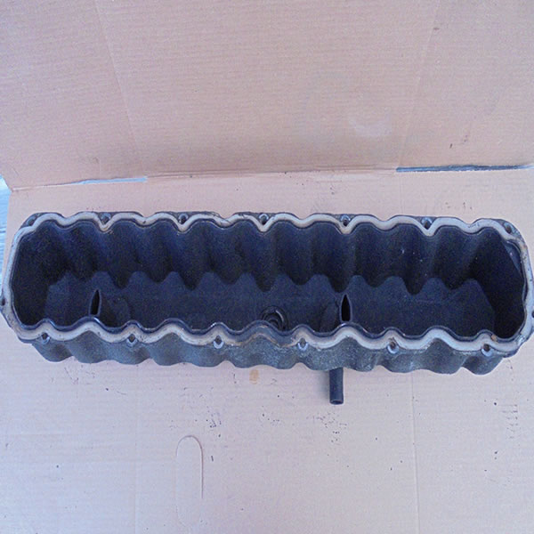 1991-95 Jeep YJ 6 cly 4.0L Valve Cover